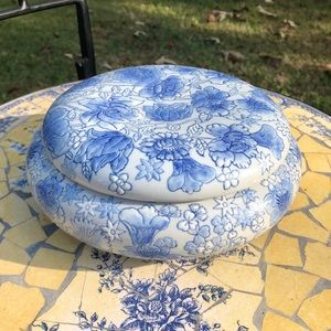 VTG Large Round Trinket Dish with Lid ✨